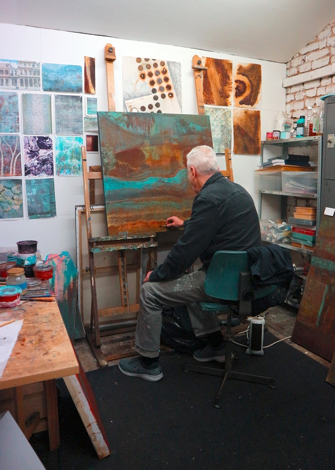painters Tubes magazine visits Bruce Lyons painters, in his Studio with Denis Taylor